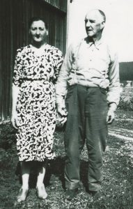 Olga og Sigvart Kristiansen. Bildet ble tatt i 1962, samme året som de flyttet fra Rå. Olga og Sigvart Kristiansen. Bildet ble tatt i 1962, samme året som de flyttet fra Rå.